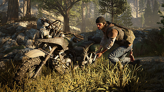 Days Gone screenshot - Deacon staying low near his bike