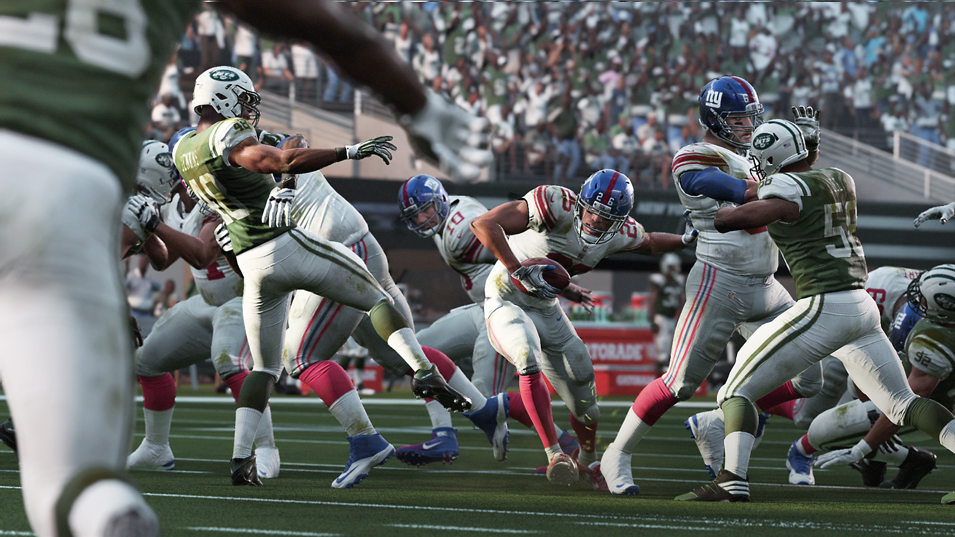 Madden NFL 19 Gameplay Screenshot - Ready to run with the ball while players collide