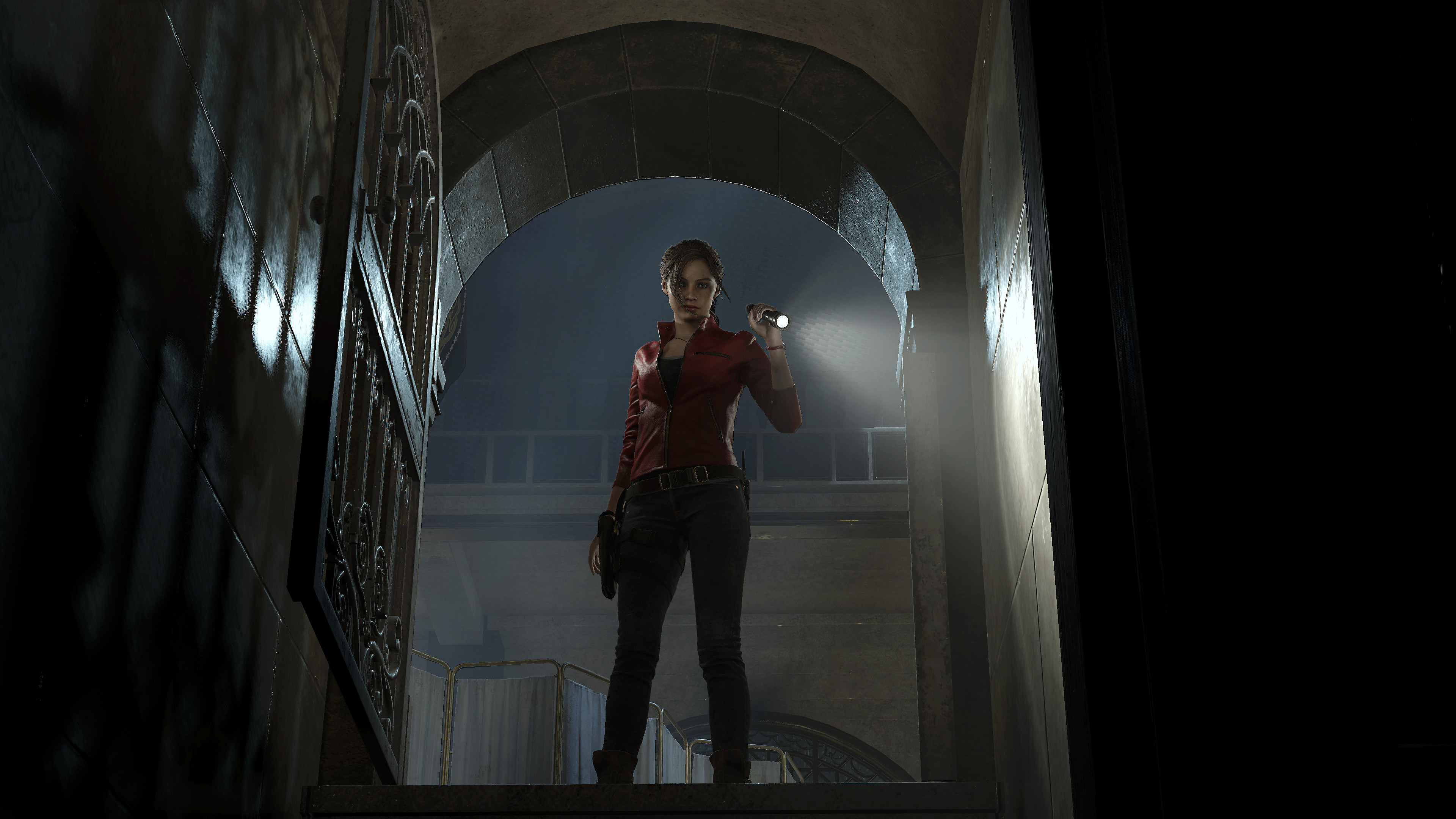 Resident Evil 2 Game Features Screenshot 3 - Claire with a Flashlight